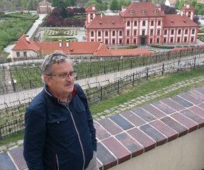Dnes aktuálne zo stovežatej Prahy slovenský humorista Alexander Scholz
