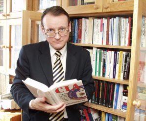 Dnes aktuálne spisovateľ, poét a humorista Pavol Janík