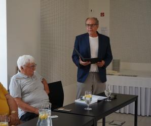 Dnes aktuálne slovenský spisovateľ a epigramatik z Nitry Milan Hodál