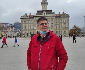 Dnes aktuálne srbský humorista Aleksandar Čotrić