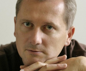 Dnes aktuálne slovenský karikaturista Roman Sika